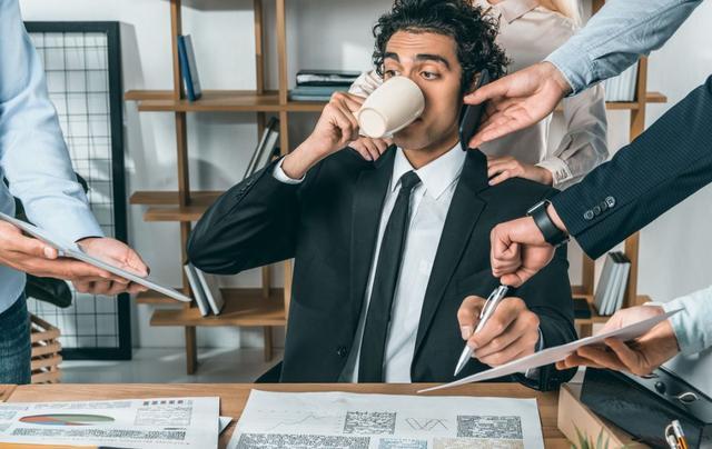 在工作场所提高工资的三个技巧
