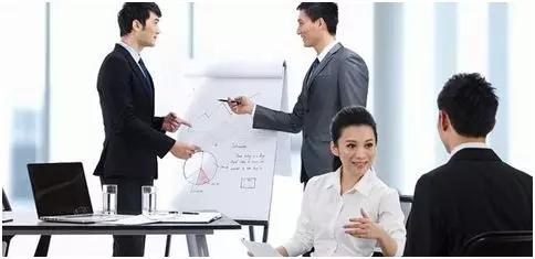 工作场所的沟通技巧是什么?帮助您提高沟通技巧的七种方法